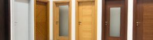 Eine Auswahl schöner Holztüren in zahlreichen Farben und Stilen